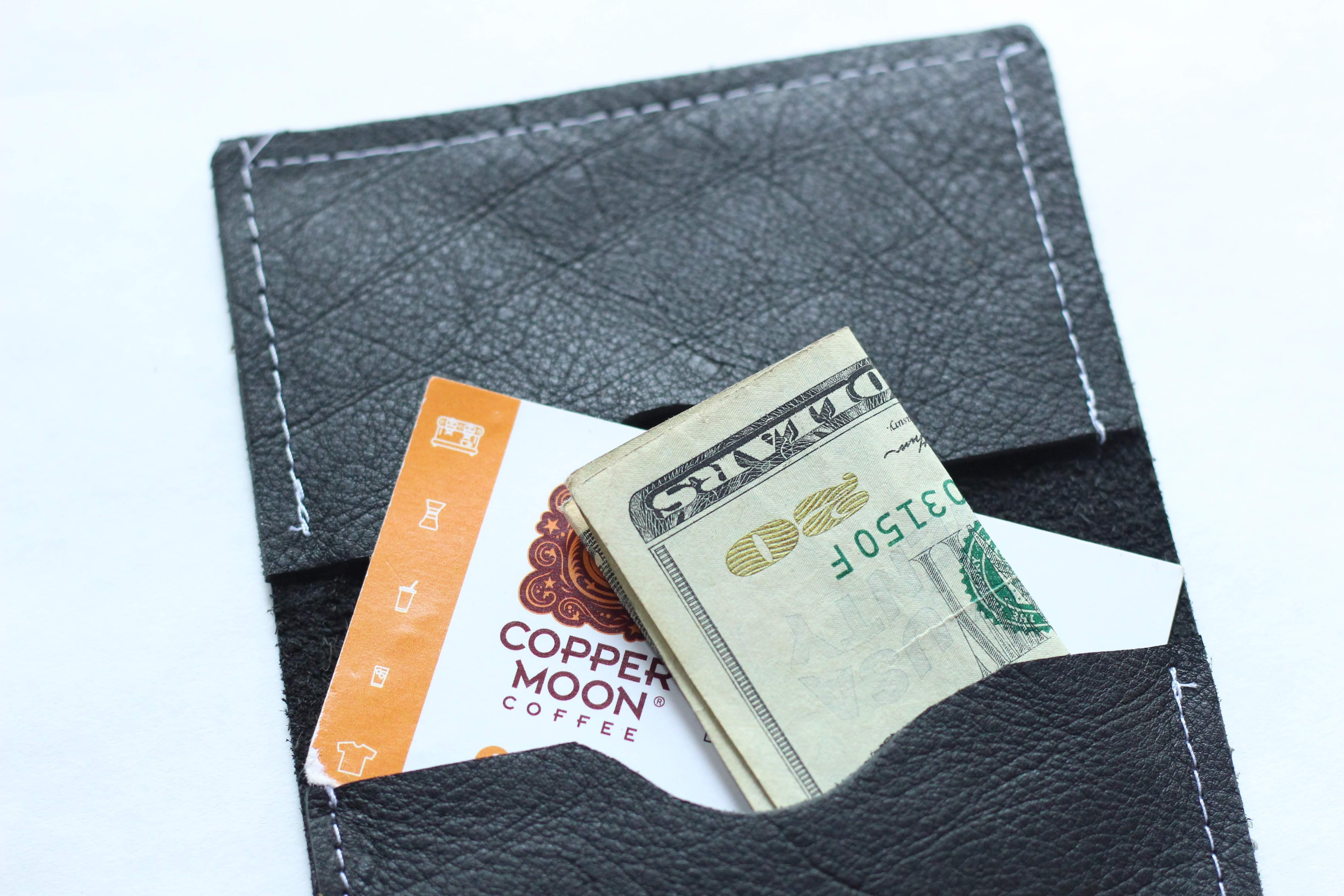 Minimalist BiFold Wallet - Black